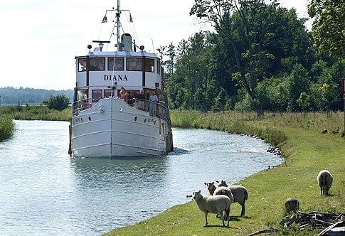 Der Göta-Kanal ist eine künstlich angelegte Wasserstraße