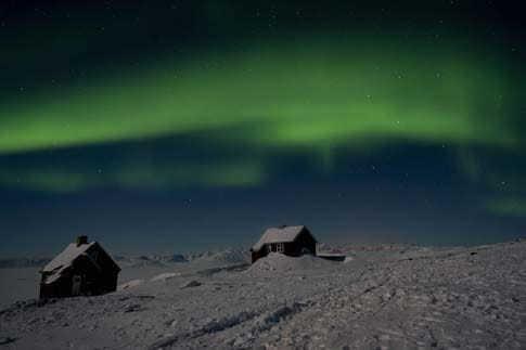 Einsame Hütte im Polarlicht
