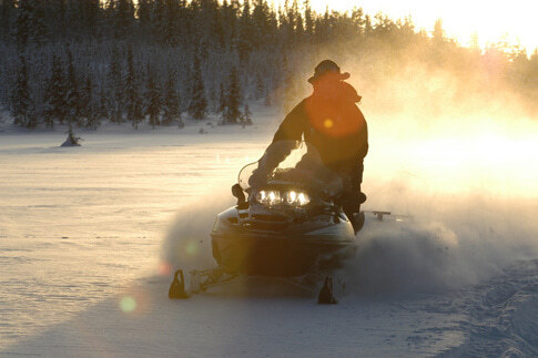 Mit dem Schneemobil durch Schwedisch-Lappland