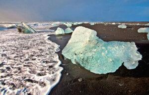 Island - Eis auf Lavastrand