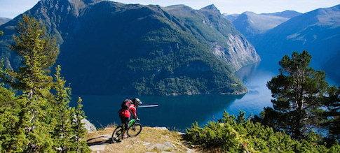 Radfahren am berühtem Geirangerfjord
