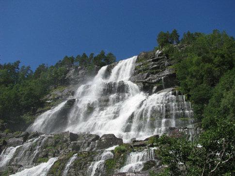 Fantastische Wasserfälle am Sognefjord