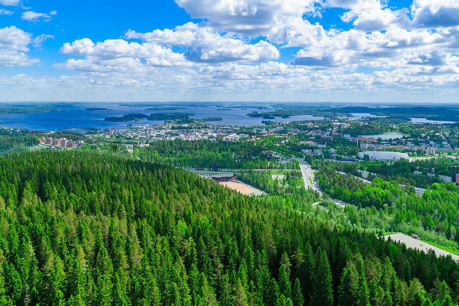Kuopio in der Seenplatte in Finnland