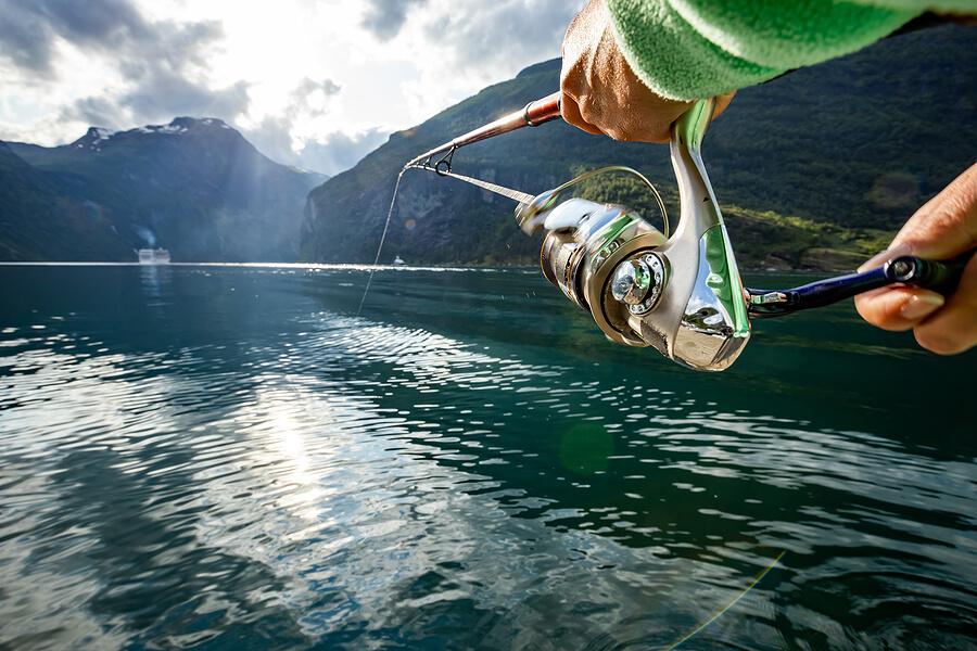 Angeln im Fjord in Norwegen